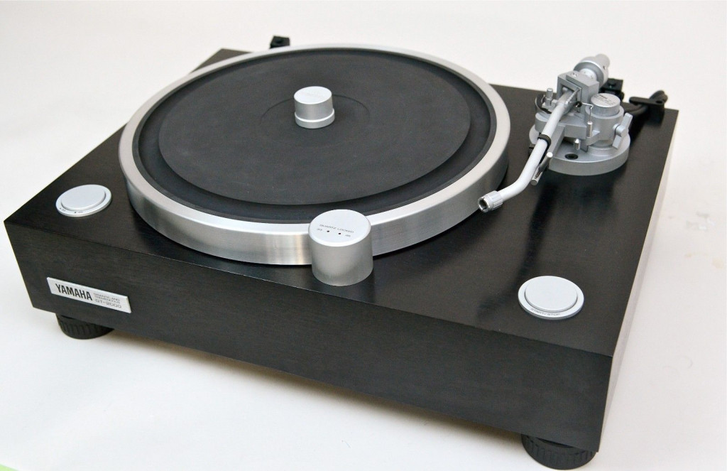 yamaha-gt-2000-vintage-lp-turntable-in-near-mint-condition-with-original-box-24161483e392a74bf89e51e701b4484f.jpg