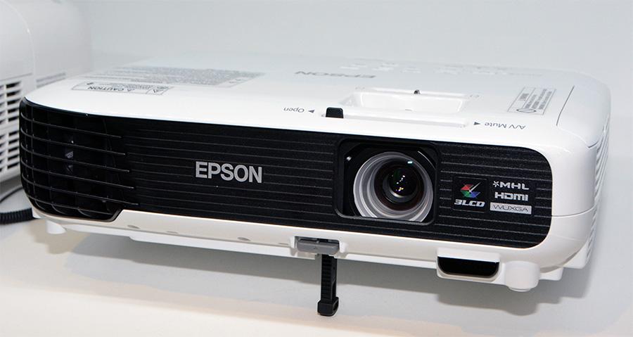 Универсальные проекторы Epson для офиса и домашних развлечений серии EB-U/W
