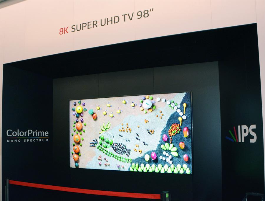 Телевизор LG с диагональю 98 дюймов и разрешением 8K
