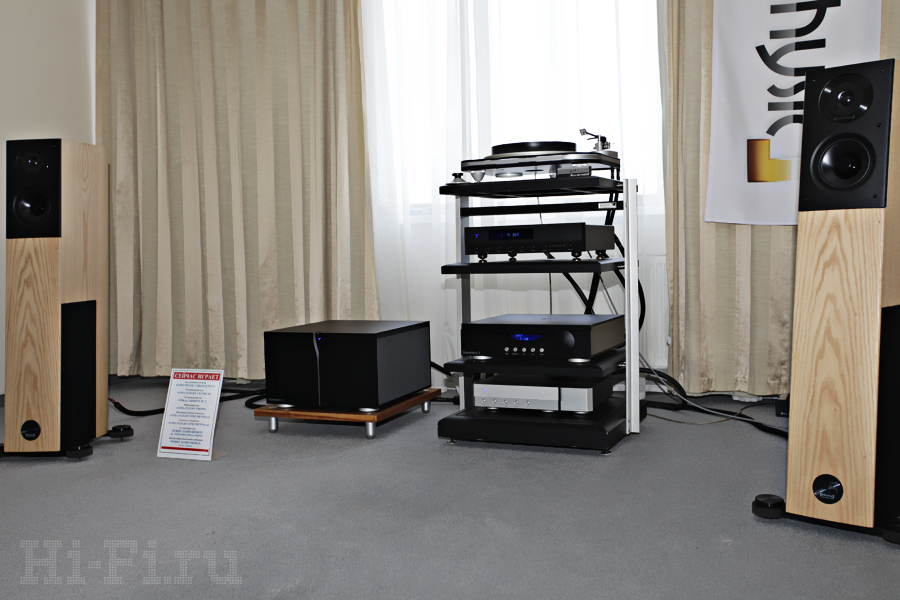 АС Audio Physic Virgo 25 Plus, LP-проигрыватель Spiral Groove SG2, фонокорректор Audia Flight Phono, CD-плеер Audia Flight CD One M, предусилитель Audia Flight Strumento n1, усилитель мощности Audia Flight Strumento n4