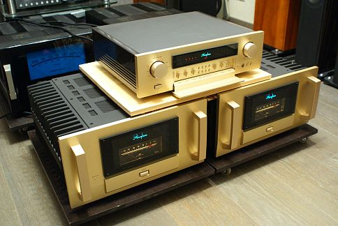 Accuphase M-8000 C-2400