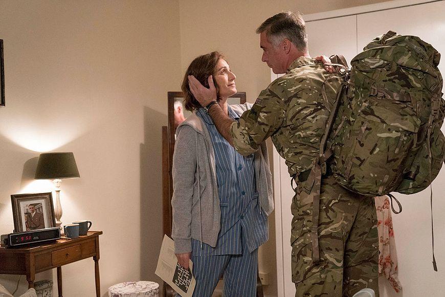 Почти знамениты / Military Wives (2019)