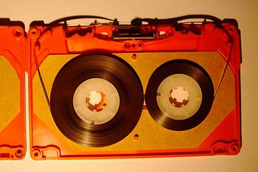 10. Если кассета звучит негромко, можно механически исправить это (почти миф)