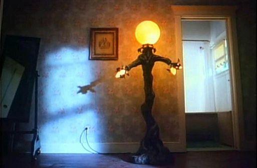 Лампа – «Амитивилль 4: Зло спасается» / Amityville 4: The Evil Escapes (1989)