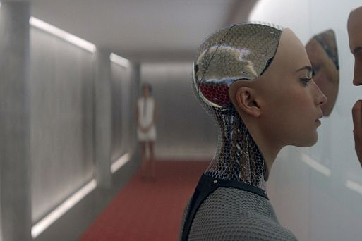 15. «Из машины» / Ex Machina (2014)