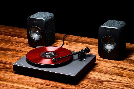 Минималистичная виниловая система с акустикой KEF